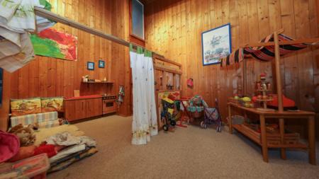 Zimmer der Spielgruppe eingerichtet mit Spielsachen